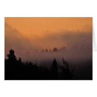 Gran salida del sol de niebla del noroeste tarjeta de felicitación