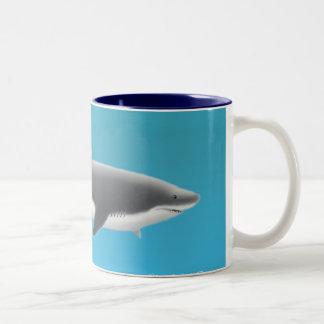 Gran taza del tiburón blanco