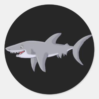 Gran tiburón blanco del dibujo animado etiqueta redonda