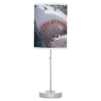 Gran tiburón blanco en el mar lámpara de escritorio