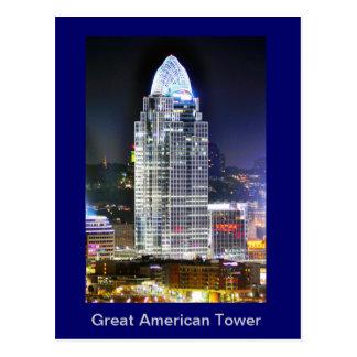 Gran torre americana en el cuadrado de ciudad de l tarjetas postales