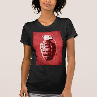 Granada de mano en rojo camisetas