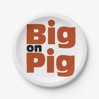 Grande en cerdo platos de papel