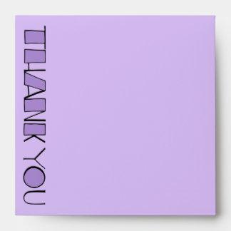 Grande gracias sobre púrpura de la invitación