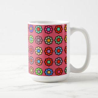 """Grande Mug modelo """"Flores sobre fondo rosado oscur Taza Clásica"""