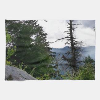 Grandes Montañas Humeantes de los tops de chimenea Toalla De Mano