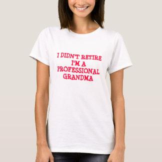 GRANDMA I DIDN'T RETIRE I'M A PROFESSIONAL GRANDMA T-Shirt