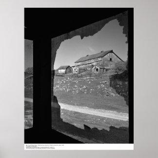 Granero a través de la pantalla quebrada del Cookh Póster
