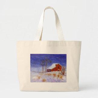 Granero abandonado en invierno, bolso bolsas