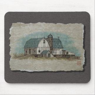 Granero blanco grande de Amish Mousepad