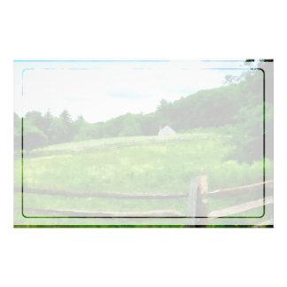 Granero cerca resistido del campo papelería personalizada