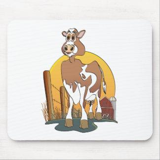 Granero de Guernesey de la vaca del dibujo animado Tapetes De Ratón
