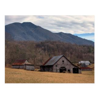 Granero de la montaña de Ridge azul Postal