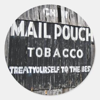 Granero del tabaco de la bolsa de correo del Chew Pegatina Redonda
