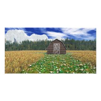 Granero en tarjeta de la foto del campo de trigo tarjetas fotográficas personalizadas