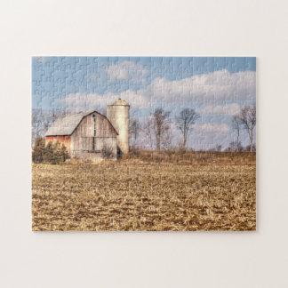 Granero resistido y Silo en campo de maíz Puzzles Con Fotos