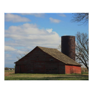 Granero rojo del país de Kansas con el cielo azul Fotografía