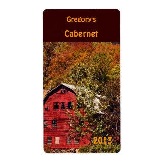 Granero rojo en etiqueta del vino del otoño etiqueta de envío