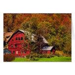 Granero rojo en otoño felicitacion