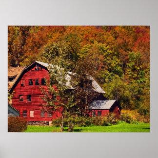 Granero rojo en otoño poster