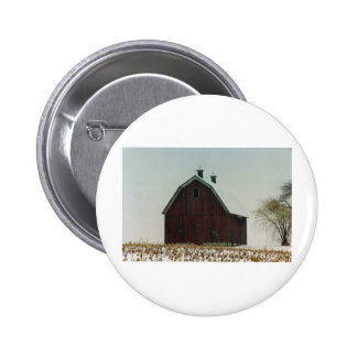 Granero viejo del tejado de Gambrel en un día Neva Pins