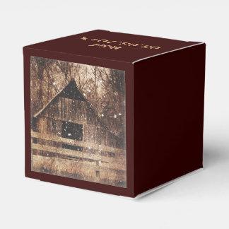 Granero viejo rústico en invierno cajas para detalles de boda