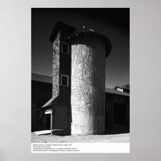 Granero viejo y Silo, UCD, 1964 Póster