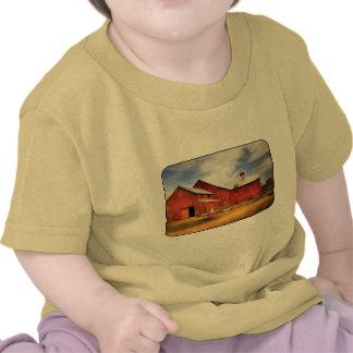 Granero - volviendo a la granja camisetas