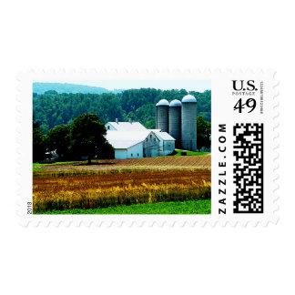 Granja con los silos blancos timbre postal