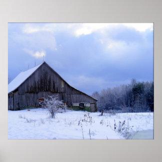 Granja del crepúsculo del invierno póster