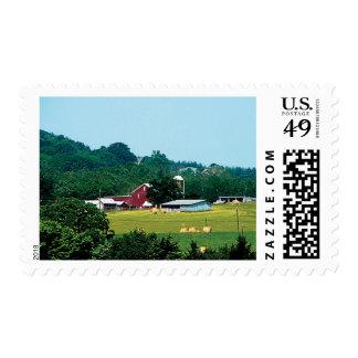 Granja en la distancia sello postal