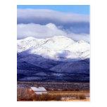 Granja en las montañas Idaho de Owyhee Tarjetas Postales