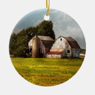 Granja - Ohio - sueños rotos Adorno Navideño Redondo De Cerámica