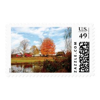 Granja por la charca en otoño sello postal