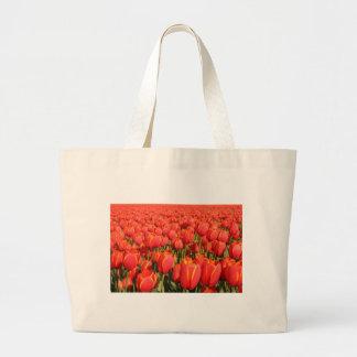 Granja roja del tulipán bolsa de mano