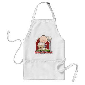 Granjero de bebé con las camisetas y los regalos d delantales