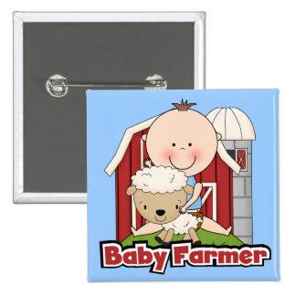 Granjero de bebé con las camisetas y los regalos d pin