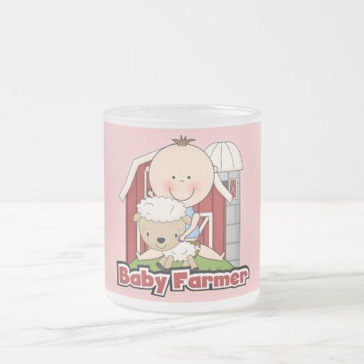 Granjero de bebé con las camisetas y los regalos d taza de café