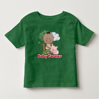 Granjero de bebé con las camisetas y los regalos playeras