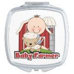 Granjero de bebé con las ovejas espejos maquillaje