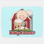 Granjero de bebé con las ovejas mantitas para bebé