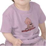 Granjero del bebé con las camisetas y los regalos
