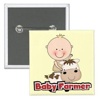 Granjero del bebé con las camisetas y los regalos pin