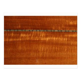 Grano de madera de oro con el fondo del embutido postal