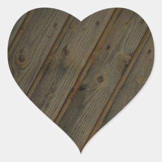 Grano de madera falso abstracto pegatina en forma de corazón