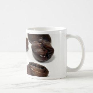 Granos de café asados oscuridad taza