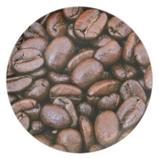 Granos de café asados plato