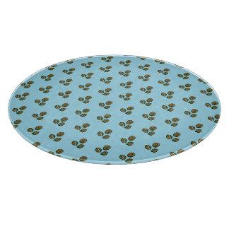 granos de café azules claros tabla de cortar