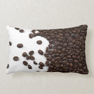 Granos de café derramados cojín lumbar