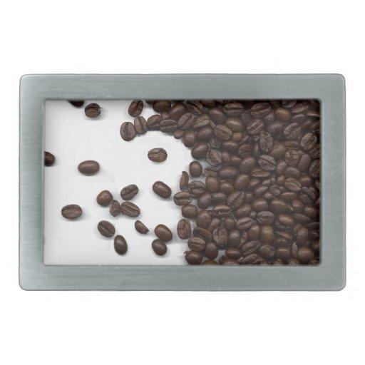 Granos de café derramados hebillas de cinturón rectangulares